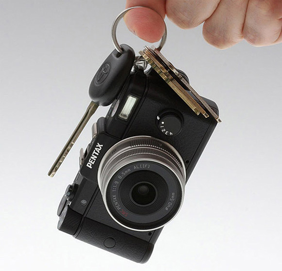 Pentax Q black - Kamera interchangeable terkecil di dunia