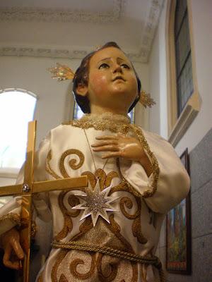 Imagen del Santo Niño del Remdio con la Cruz en su Mano Derecha