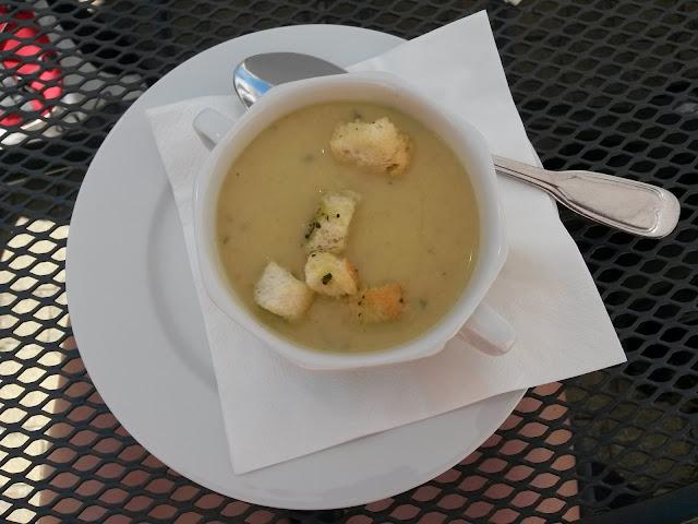 brokolicová polévka v Hotelu Štekl // a broccoli soup in Stekl Hotel