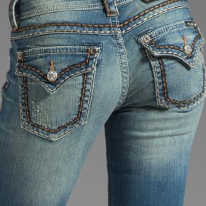 задние карманы в джинсах
