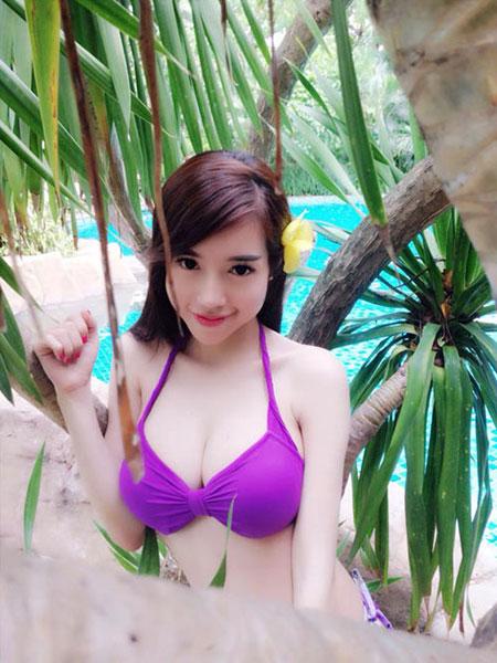 Hot Girls Bưởi To Xem Elly Trần khoe đường cong đẹp khó tin bên bể bơi