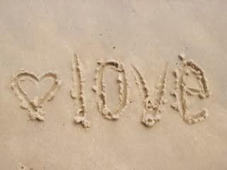 jolie coeur d amour sur le sable