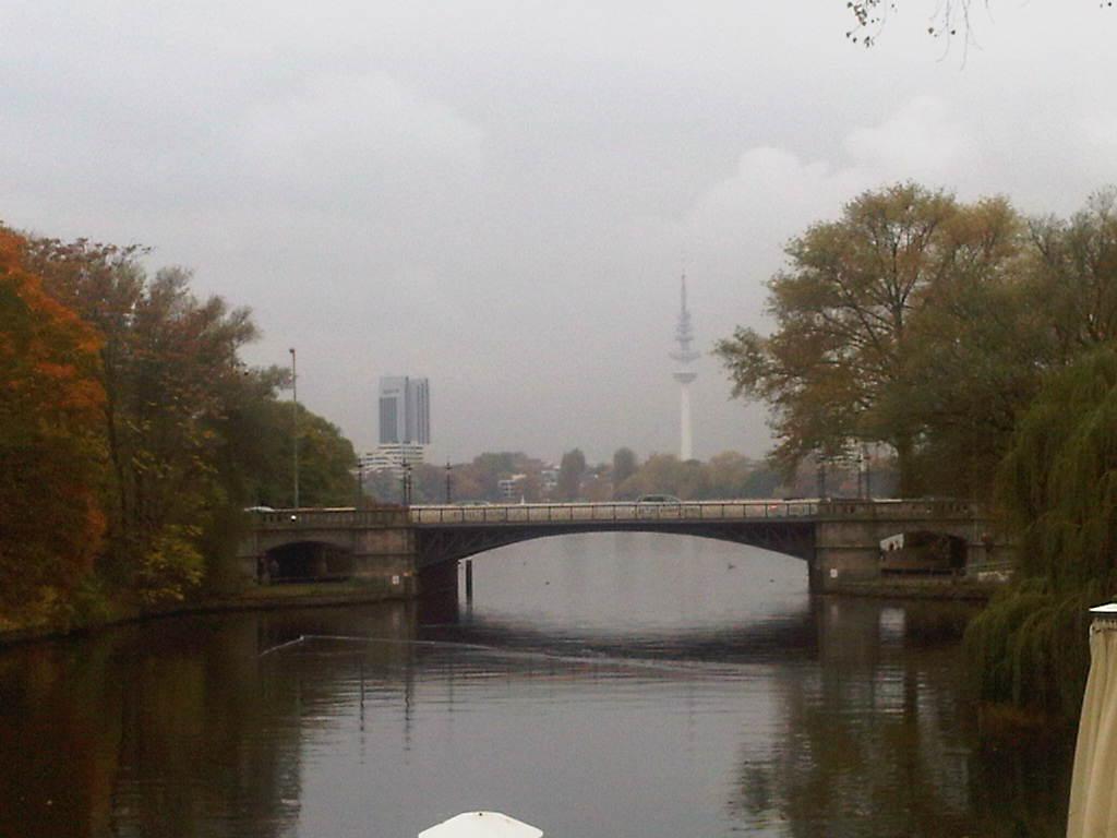 Fernsehturm Hamburg - SAS Radisson - Binnenalster - Hebst in Hamburg