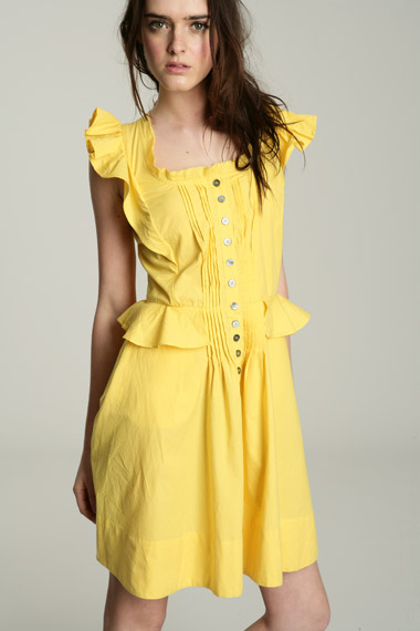Yellow dresses are very popular this season. This is the perfect summer item since yellow is one of the most amazing summer colors, especially for girls that have been tanning.