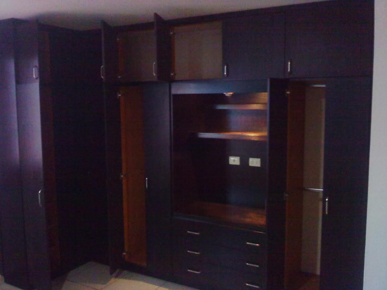 Closets y cocinas integrales residencial closet en escuadra for Cocinas y closets