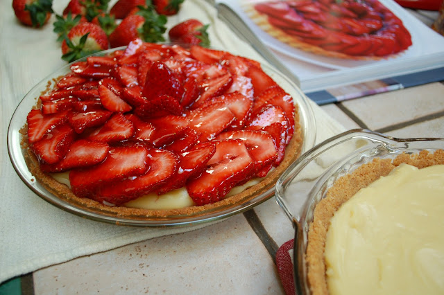 How beautiful is this pie ? Think light fluffy pastry cream that has ...