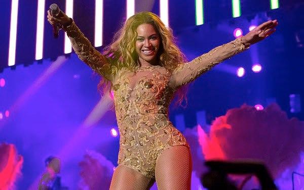Beyonce, Mrs. Carter, Whorrified