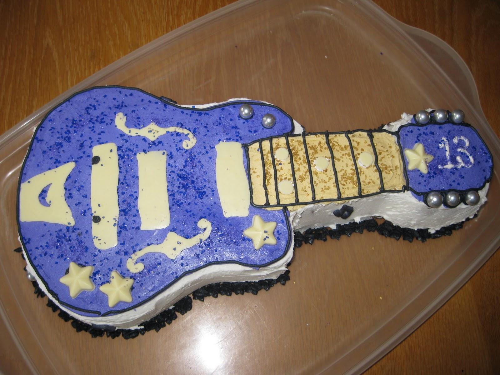 Cupcakes by Lu Guitar Birthday Cake
