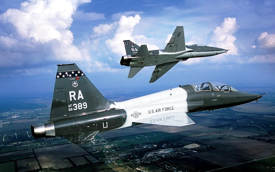 T-38 Talon jet trainer wallpaper 4