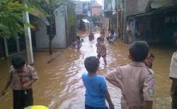 Banjir Pun Jadi Hiburan