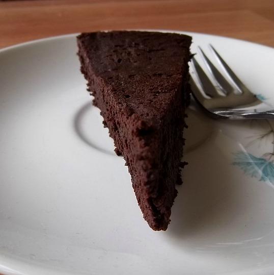 ... of a Harried Homemaker: Flourless Dark Chocolate Cake (glutenfree