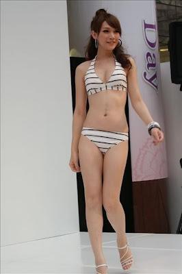 naked japanese girls in mirror