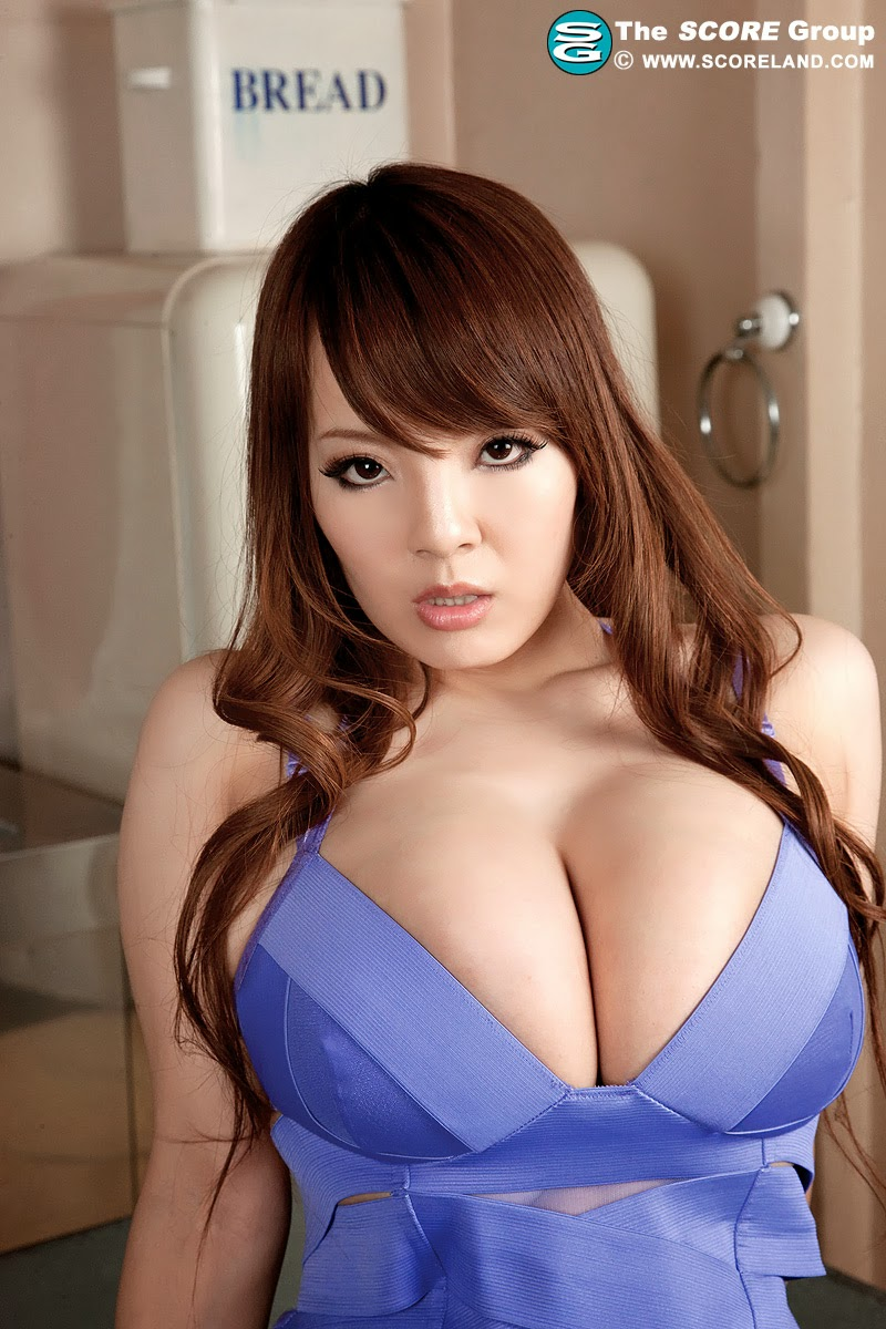 sexy Asian huge cleavage
