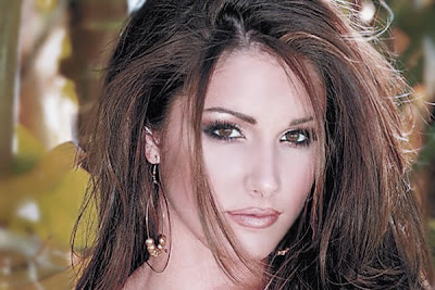 lucy_pinder_glamour_model_bikini_wallpapers_fun_hungama_forsweetangels