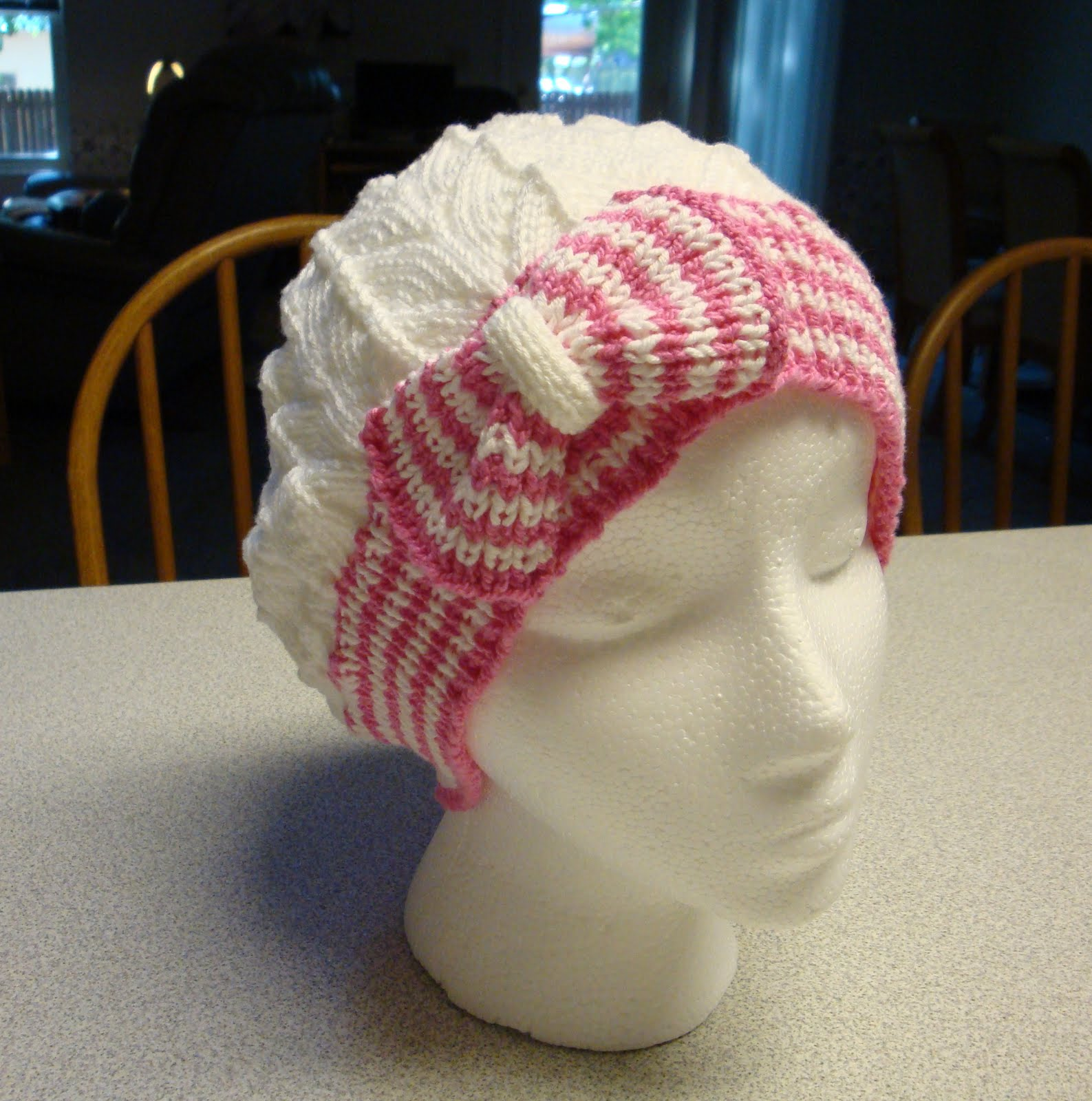Kims Knitting Korner: Cutest Hat... EVER! Bow Tie Cloche/Chemo Cap