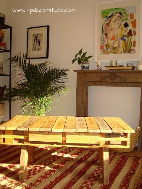 chimenea decorativa y mesa de palet hecha a mano DIY