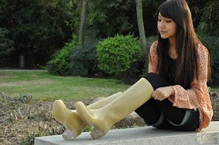 野性女同志 - Rubber boots