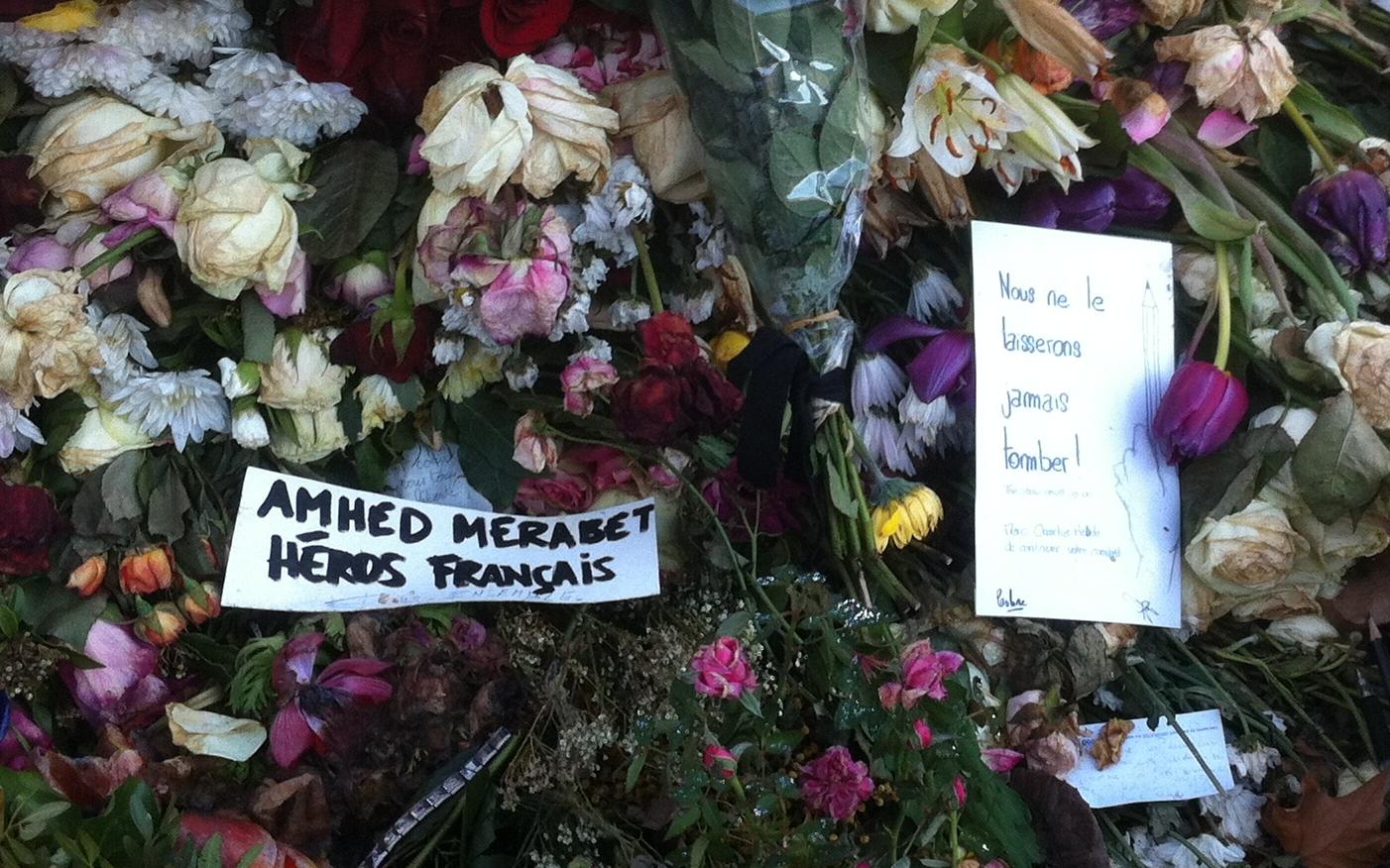 Hommage à Ahmed Merabet et aux 17 victimes des attentats de janvier 2015 à Paris