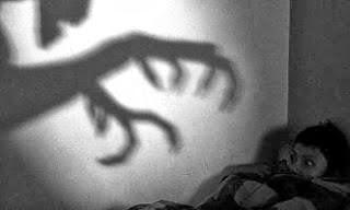 كيف تعلم أن الجن يجلس بالقرب منك أو يتجول في بيتك - العفاريت الاشباح الارواح
