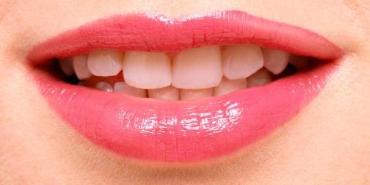 ... bisa mencoba tips cara alami memerahkan bibir yang hitam berikut ini