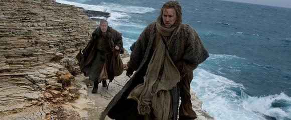 Ron Perlman e Nicolas Cage em CAÇA ÀS BRUXAS (Season of the Witch)