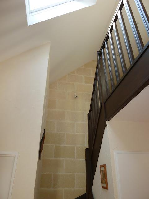 Art thisan mont e d 39 escalier en pierre for Couleur montee escalier
