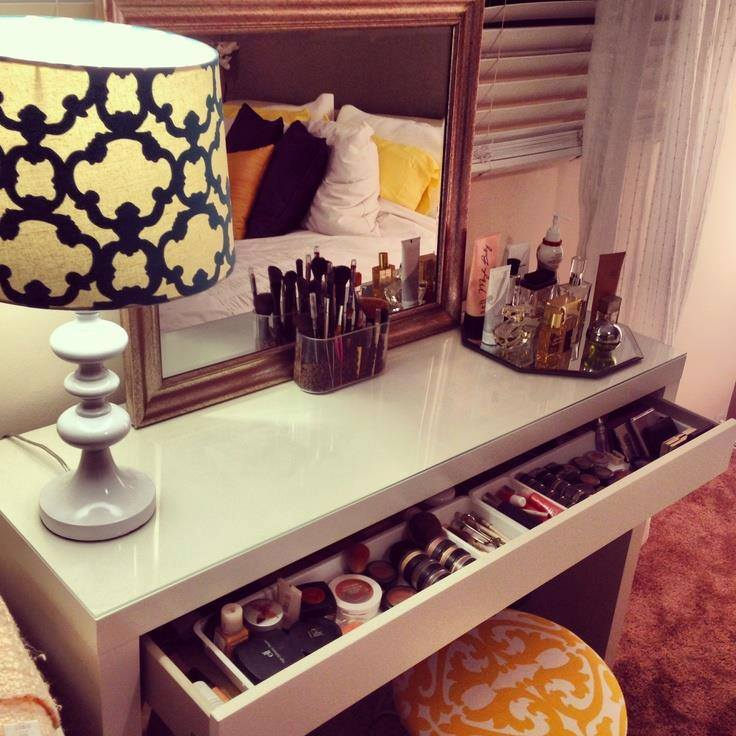 Quelques id es coin makeup so chics sp cial commodes boudoirs beautylicieusebeautylicieuse - Meuble pour se maquiller ...
