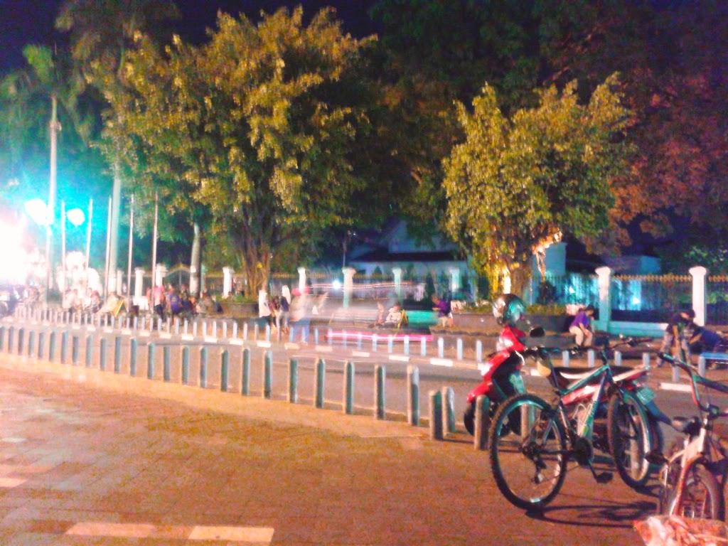 Sepeda terparkir di depan Benteng Vredeburg