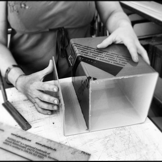 Design online libreria in plexiglass a roma