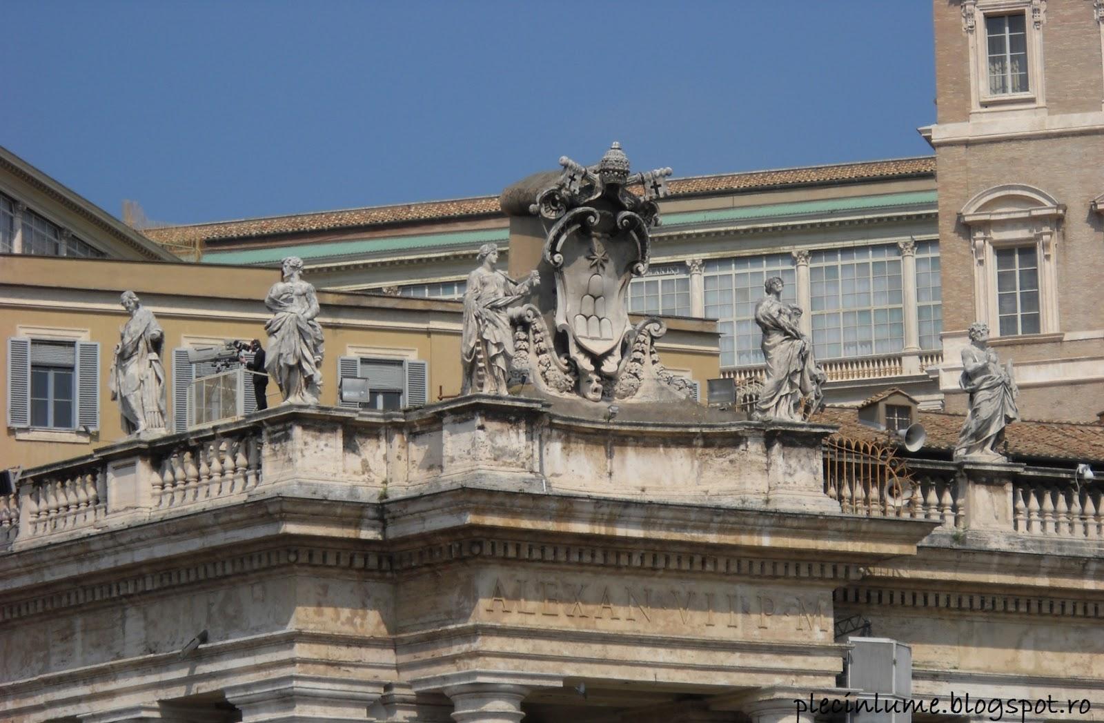 Sculpturi din Piazza San Pietro