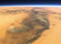 Le saviez-vous?Les 5 endroits les plus étranges et magnifiques sur Terre Oeil-du-sahara-espace