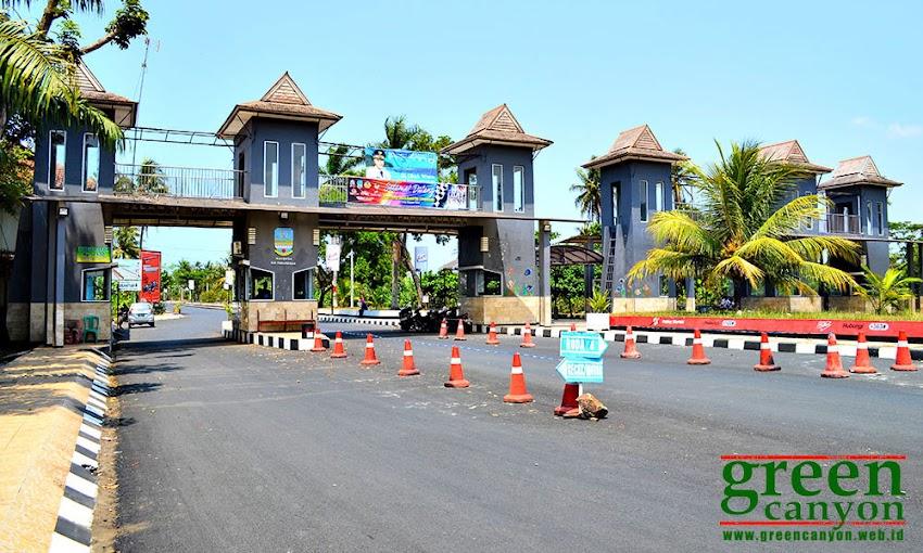 Pintu Gerbang dan Loket masuk Pantai Pangandaran