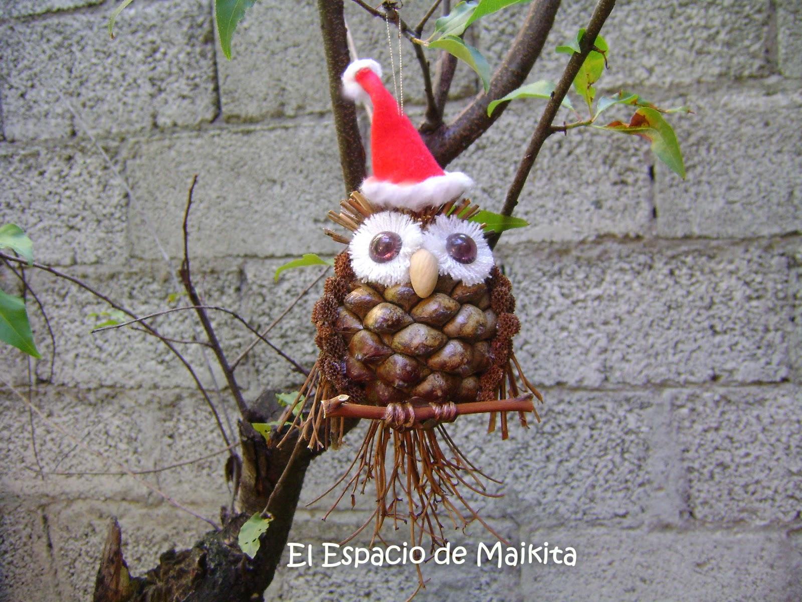El espacio de maikita buhos decorativos con pi as - Manualidades navidad con pinas ...
