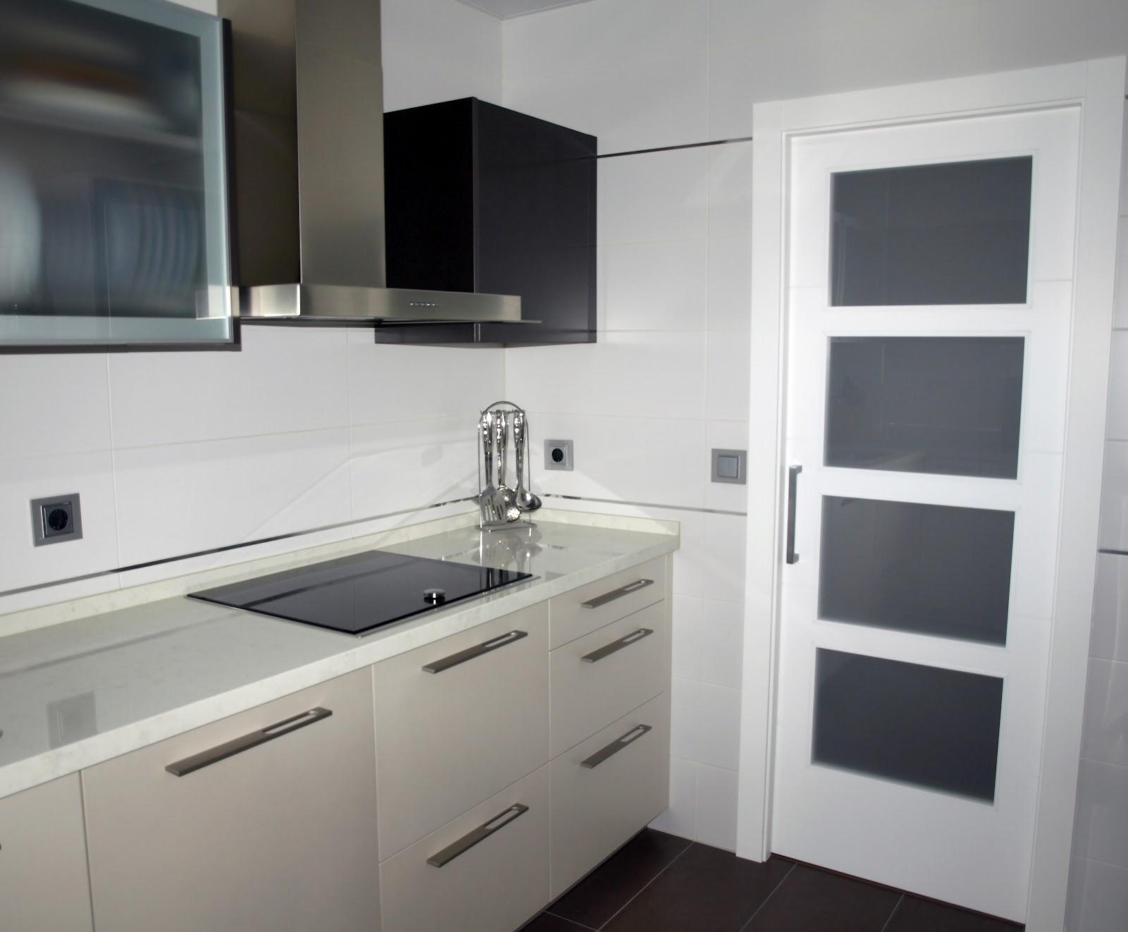 Espai decuina ripollet barcelona proyecto de cocina y ba os - Columna horno y microondas ...