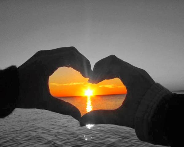 لا تتأمل الوجوه السوداء .....والقلوب الحقودة  - غروب الشمس الافق قلب رومانسى - sunset romantic heart by hand