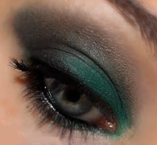 Maquillaje verde intenso