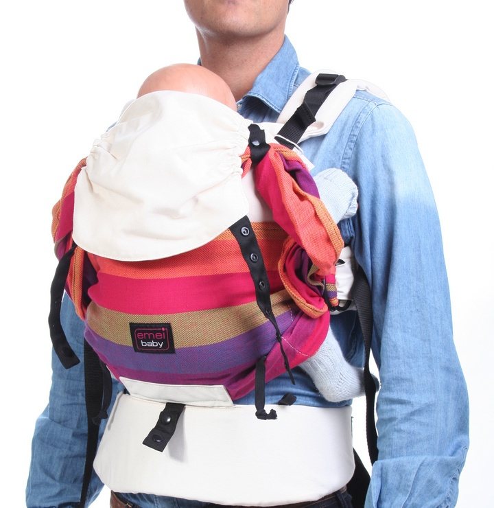 llevar a un bebé recién nacido y otro mochila emeibaby