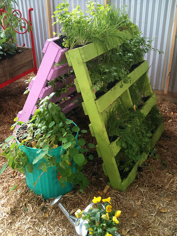 Mifgs 2012 recycling ideas for the garden glamour for Recycled garden ideas images