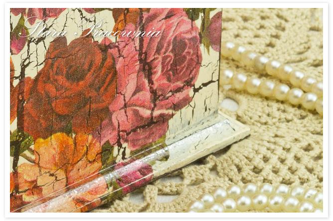 pudełko decoupage, technika decoupage, pudełko zdobione decoupage, pudełko z motywem różanym, pudełko w róże, spękania jednoskładnikowe, crackle, postarzenia