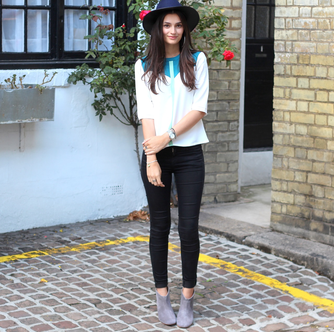 peexo fashion blogger wearing smart casual outfit for afternoon tea