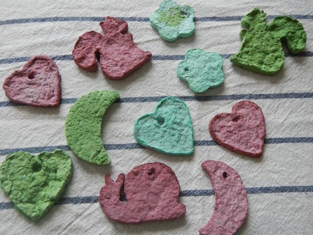 La forma delle nuvole lavoretti per bambini formine di for Carta per cartapesta