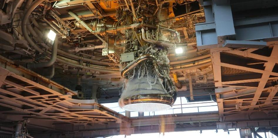 Rocketdyne J-2X to be used on the upper stage of the SLS ( 1.bp ...