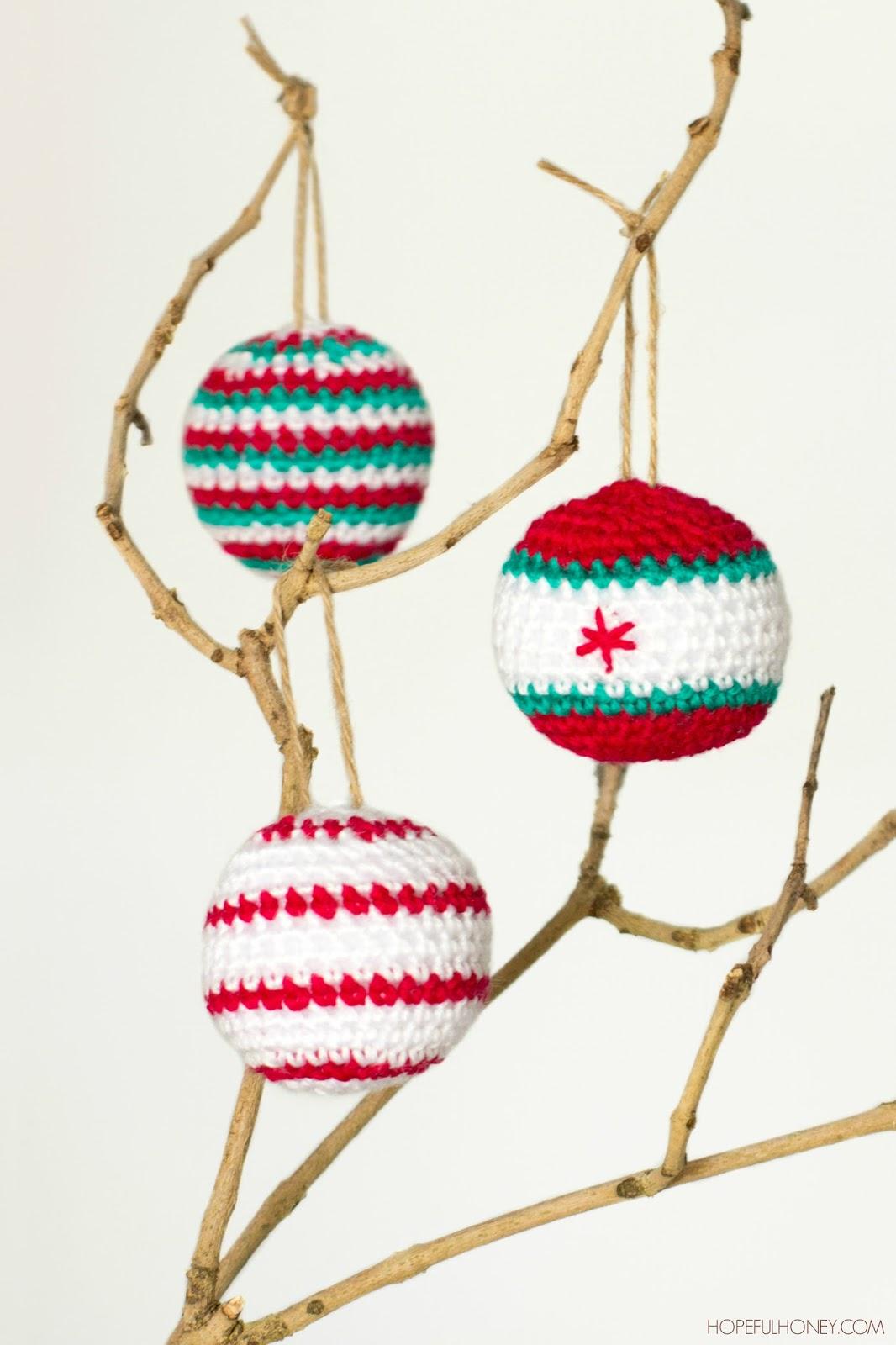 http://1.bp.blogspot.com/-4nl1p1d10DU/VHbmP04P8eI/AAAAAAAASDE/OCM-904Ny7I/s1600/Christmas%2BBaubles%2BCrochet%2BPattern%2B1.jpg