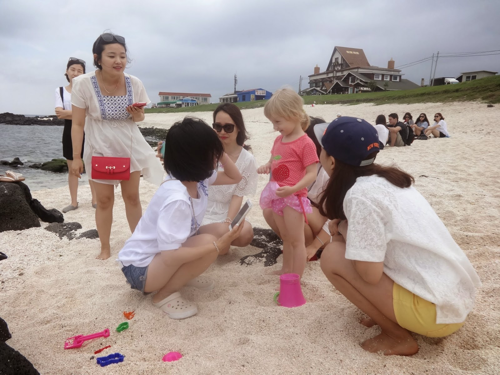 Кореянки на пляже фото