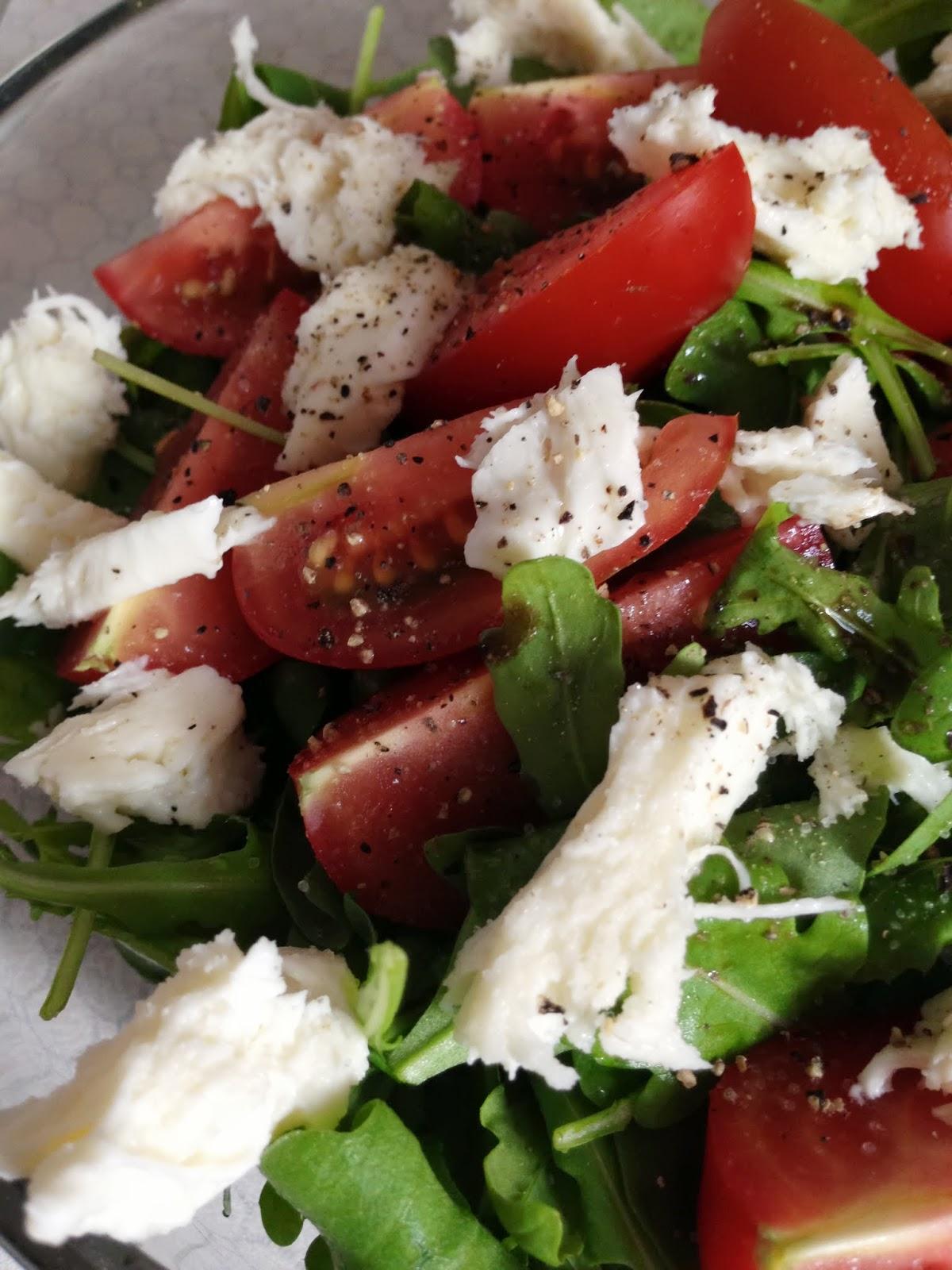 rucola salat mit tomate mozzarella nicht noch ein foodblog. Black Bedroom Furniture Sets. Home Design Ideas