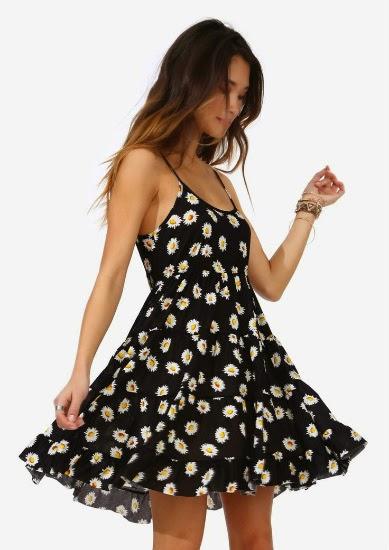 Estampas florais estar presente em vestidos, saias, tênis e até mesmo em coroas de flores e acessórios