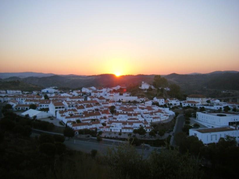 Vista de Mértola ao nascer do Sol