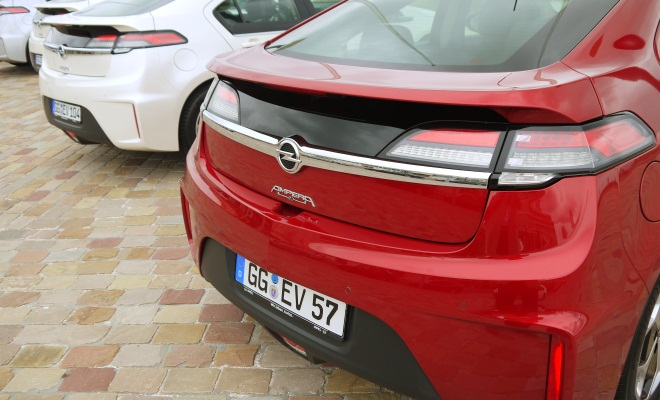 Red Opel Ampera bootlid