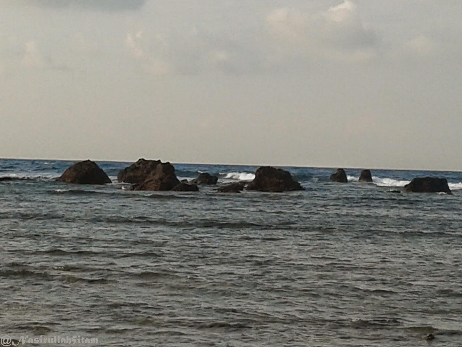 Batu Pengantin Ujung Batulawang terlihat yang paling jauh