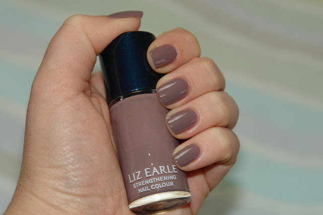 Liz Earle nail polishes in Grey Dawn and Ebb Tide, Liz Earle, nail polish, nails, review, beauty, grey, NOTD, swatches, UK top fashion and beauty blog blogger